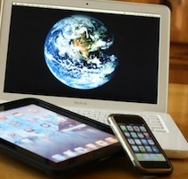 twitter-computer-ipad-iphone-double-screen-live-tweeting-210x200