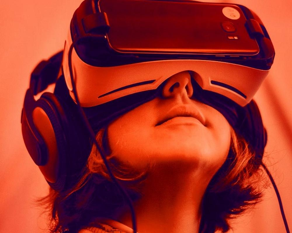 22237-32-DigitalSummit-Future-Derek[1]-154032-edited.jpg