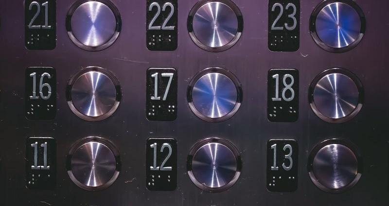 22237-50-Elevator-Larry-233795-edited.jpg