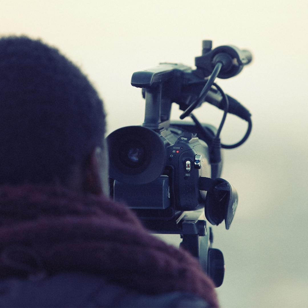 Life-of-Pix-free-stock-photos-cameraman-man-winter-outside-leeroy_copy.jpg