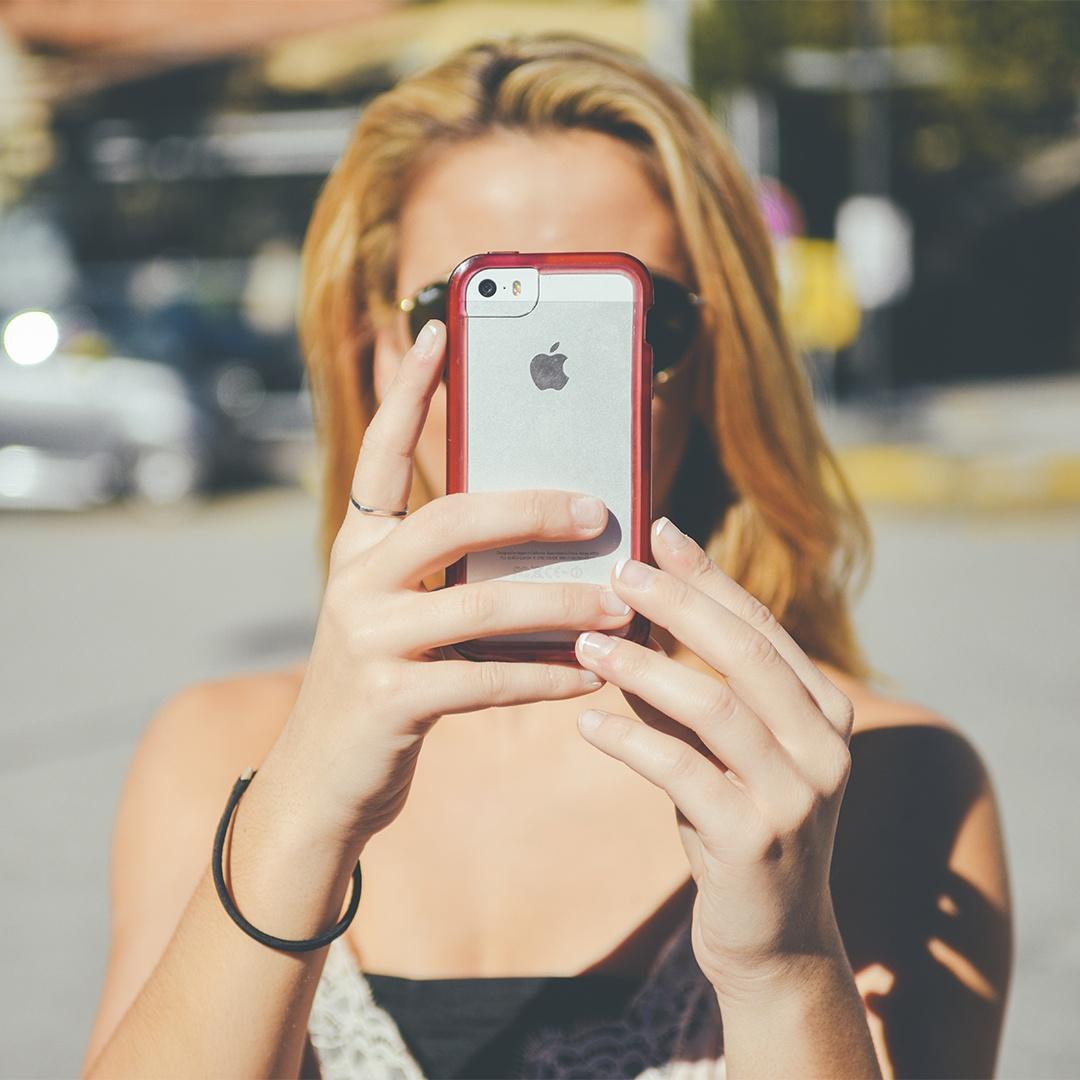 fashion-person-woman-apple_copy.jpg