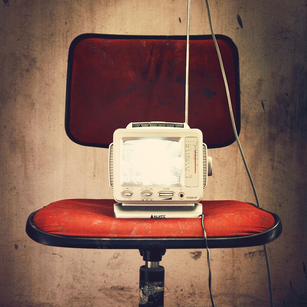 red-vintage-old-chair.jpg