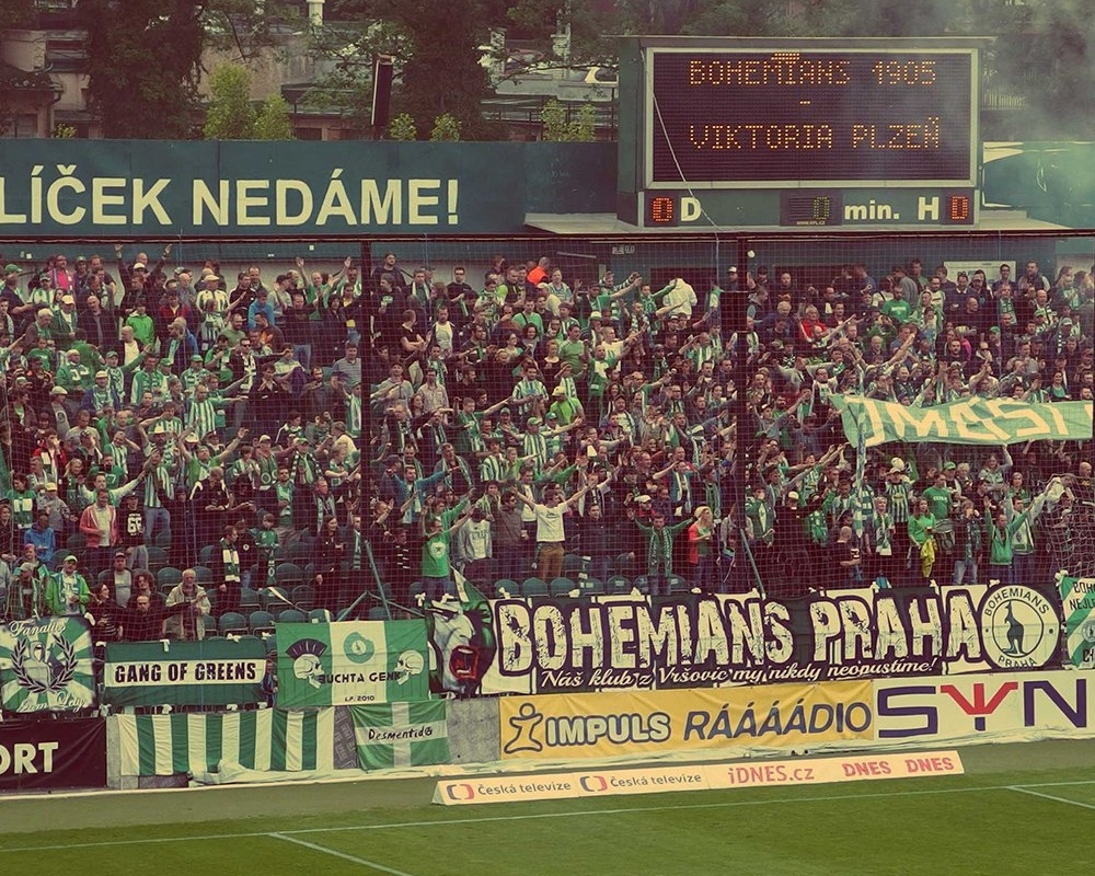 Football_Fans_copy-939016-edited.jpg