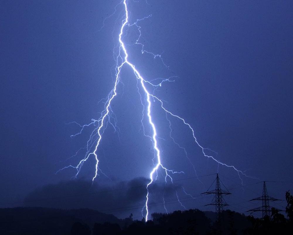 Lightning_Bolt-901264-edited.jpeg