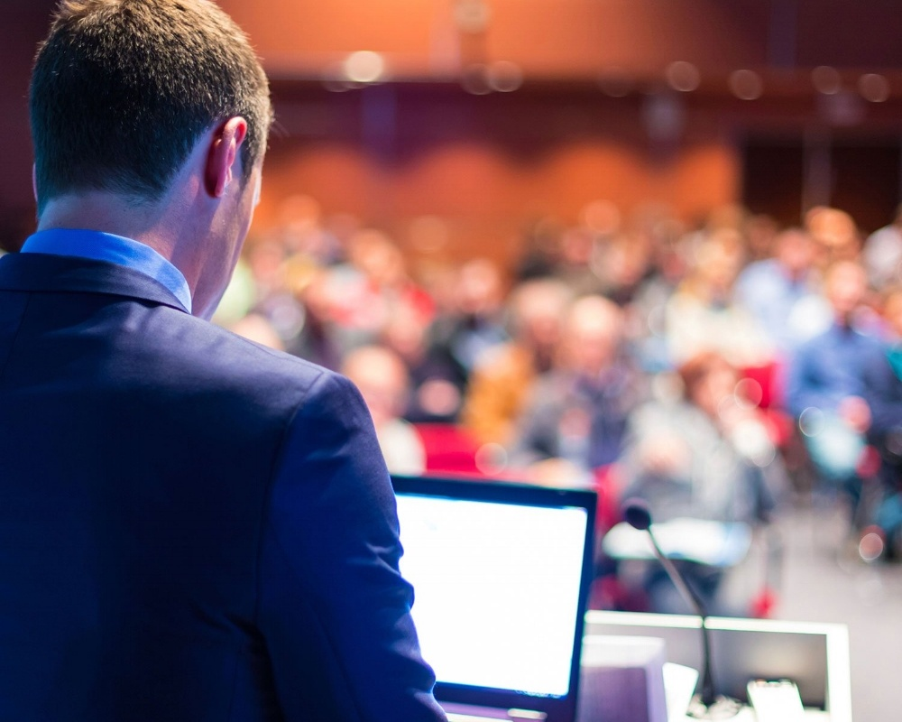 Speaker_Giving_PresentationBlog-862720-edited.jpg