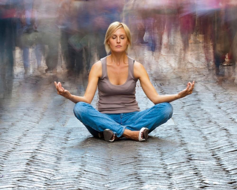 Woman_meditating-143221-edited.jpg