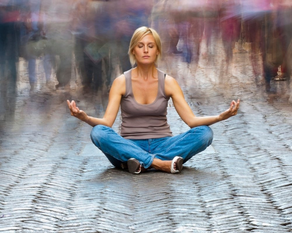 Woman_meditating-143221-edited.jpg
