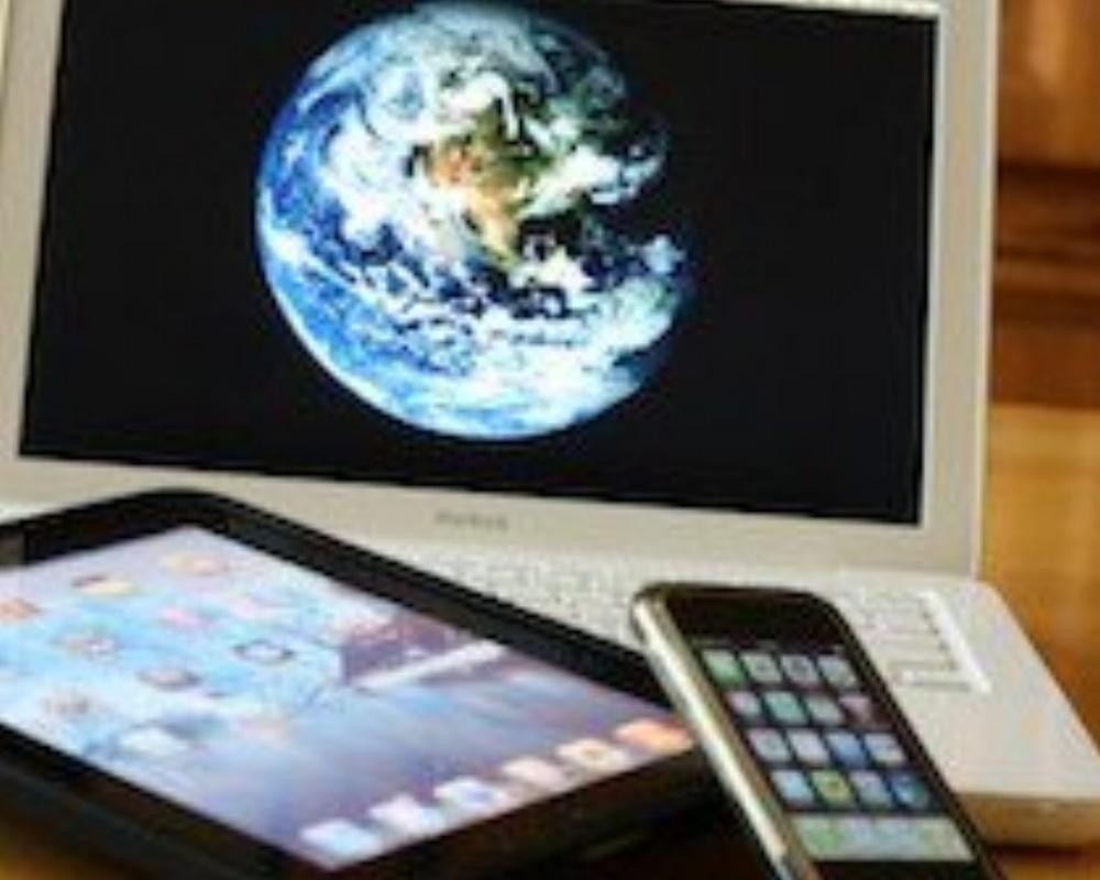 twitter-computer-ipad-iphone-double-screen-live-tweeting-210x200-689193-edited.jpg