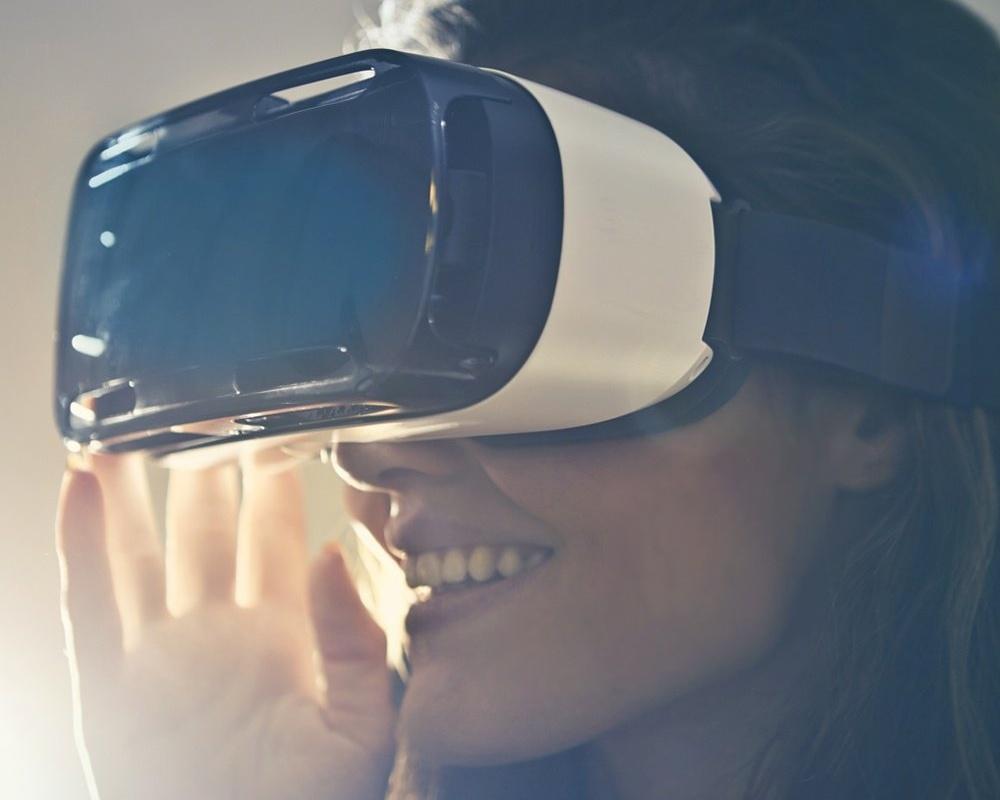 virtual-reality-goggles-805745-edited.jpg
